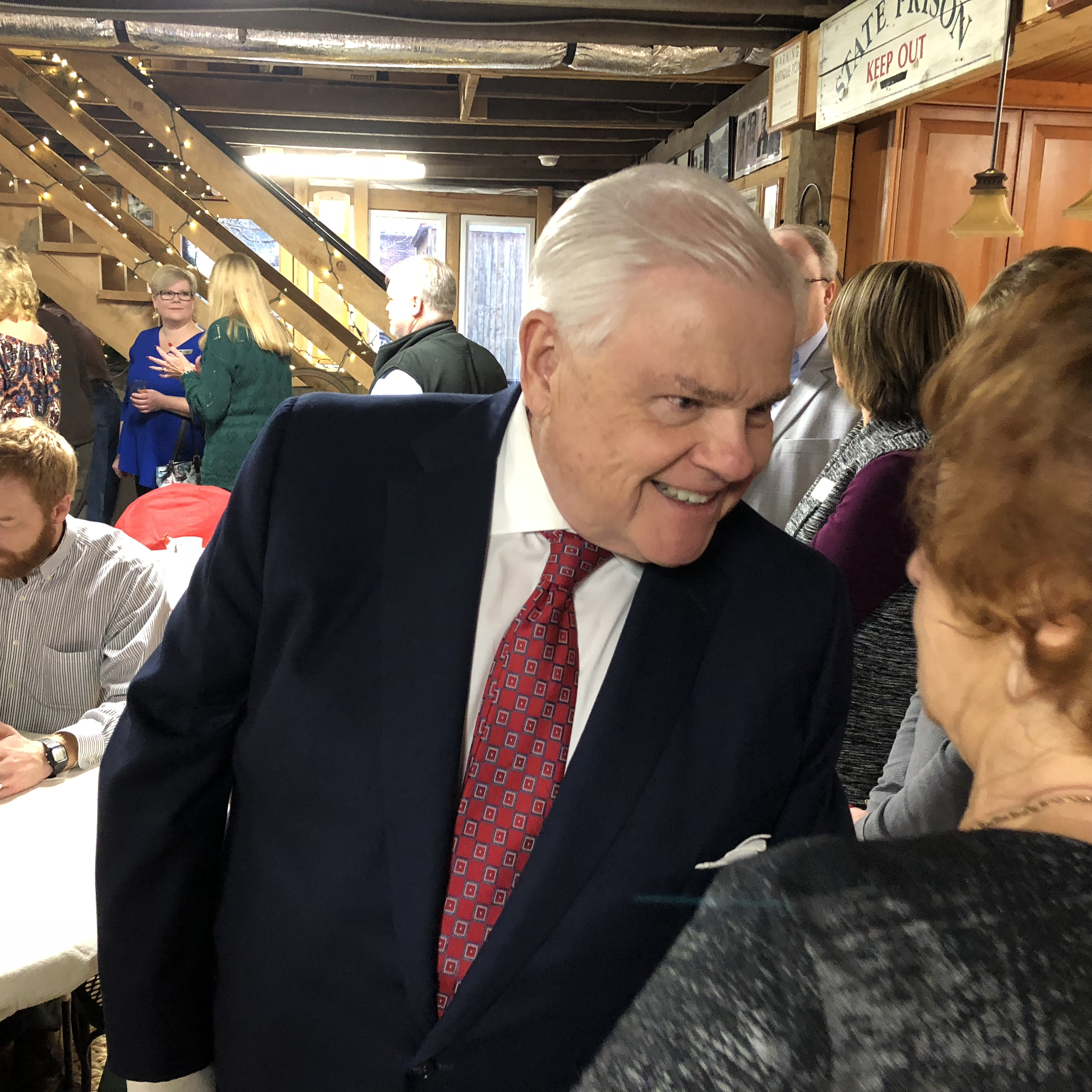 Yager serves as gracious host of Chamber Coffee – WLAF